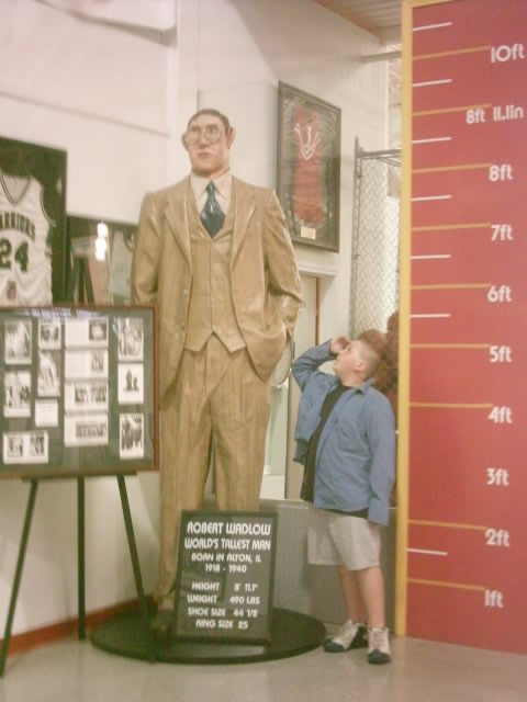 worlds-tallest-man-guiness-book-of-world-records